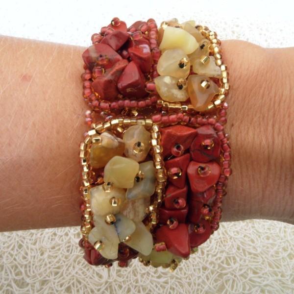 bracelet en pierres de rocaille et perles carr rouille or boutikweb. Black Bedroom Furniture Sets. Home Design Ideas