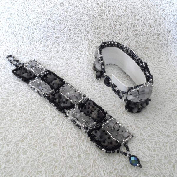 bracelet en pierre de rocaille carr noir et blanc boutikweb. Black Bedroom Furniture Sets. Home Design Ideas
